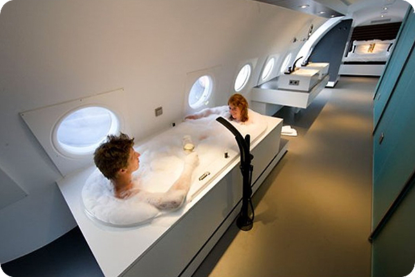hot-tub-on-an-airplane